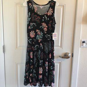 Size Medium (8) dress w/pockets NWT